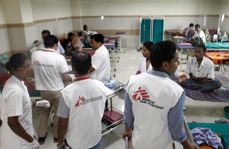 MSF medical team during morning rounds in Kala azar-HIV ward in Rajendra Memorial Research Institute (RMRI) hospital in Patna, Bihar